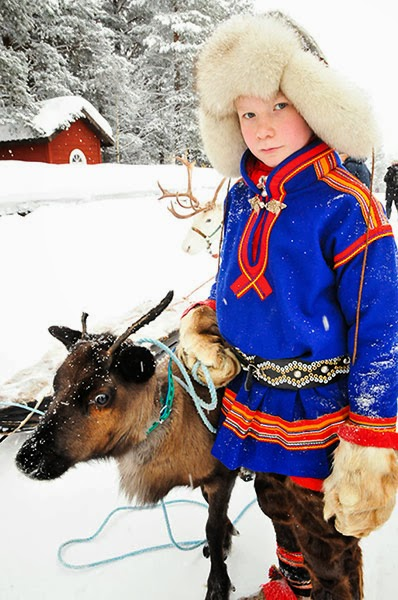 Sámi-teenager-and-reindeer
