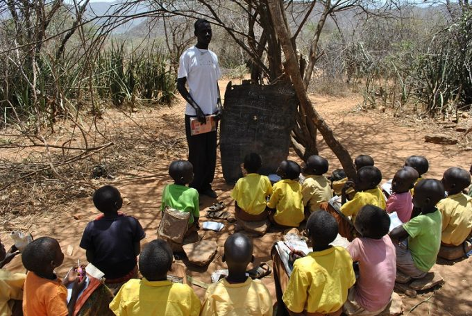 Niños estudiando bush
