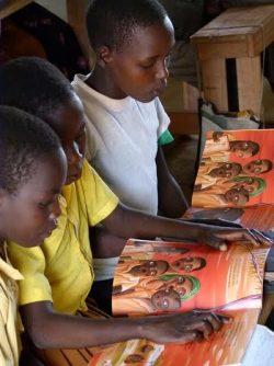 Niños leyendo Bonita es la vida