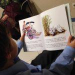 Nicolás leyendo Kubi