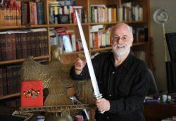 Terry-Pratchett-sword